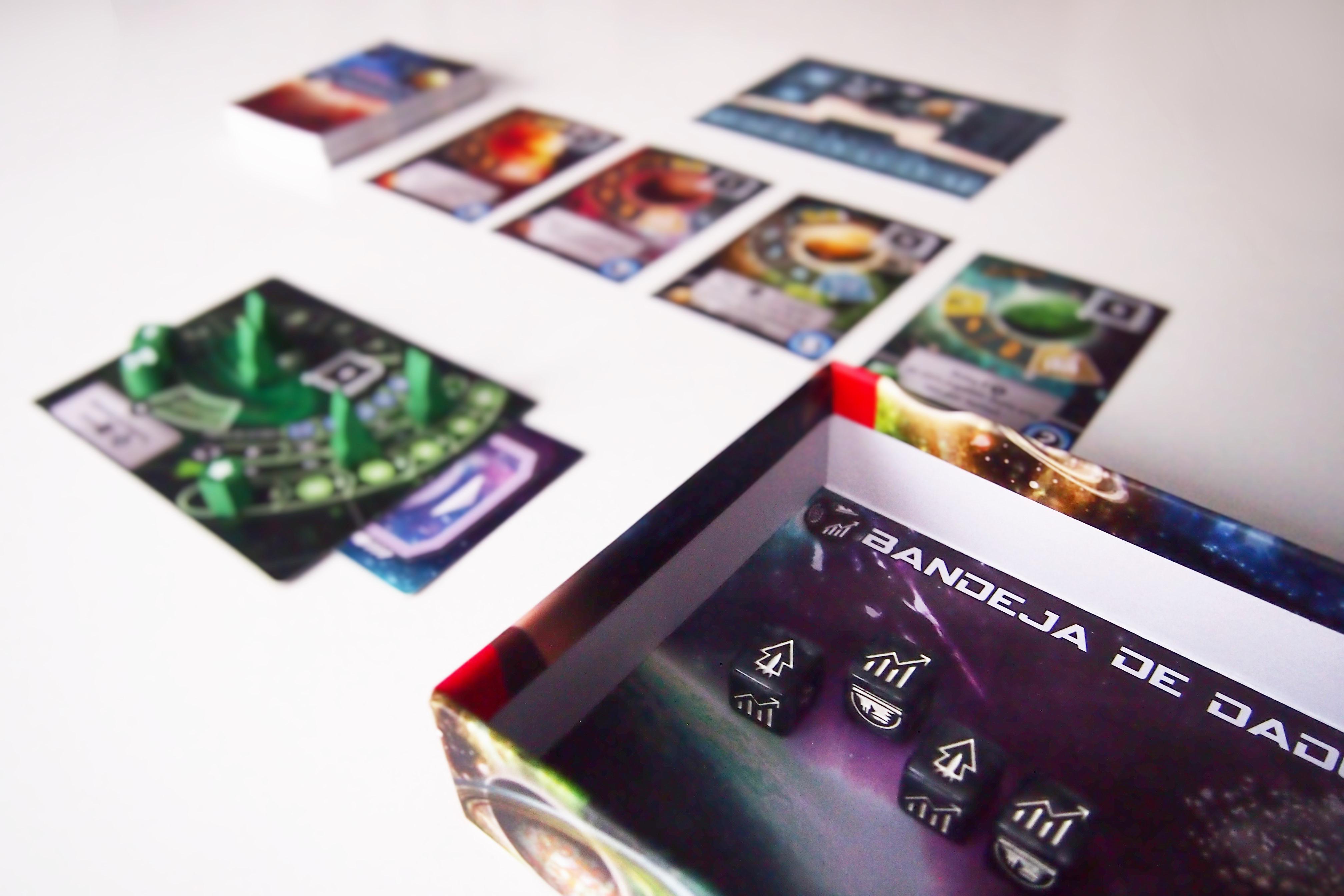 En su turno, cada jugador lanzará tantos dados como nivel posea en su marcador imperial.